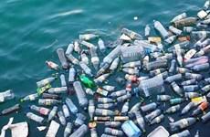 Exposition de photos sur les déchets plastiques à Hanoï