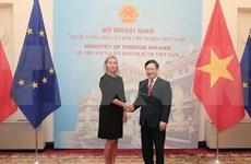 Le vice-PM Pham Binh Minh s'entretient avec la vice-présidente de la Commission européenne