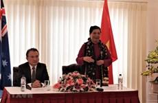 La vice-présidente permanente de l'AN rencontre des Vietnamiens en Australie
