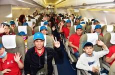 Tet du Rat : Vietnam Airlines transporte plus de 1.000 travailleurs exemplaires à leur terre natale