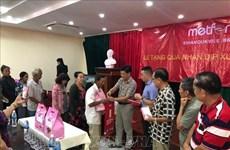 Les consulats généraux du Vietnam au Cambodge assistent des personnes démunies