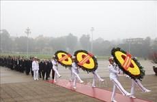 90e anniversaire de la fondation du Parti: hommage au Président Hô Chi Minh