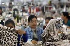 Les travailleurs du secteur textile au Cambodge fortement touchés par le COVID-19