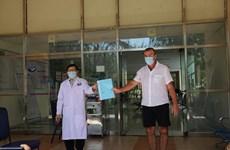 COVID-19: le 57e patient sorti de l'hôpital à Quang Nam