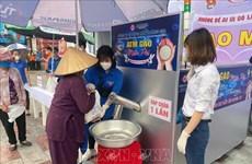 COVID-19 : des «ATM riz»  à Hai Phong et à Khanh Hoa pour aider les personnes démunies
