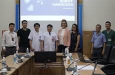 COVID-19 : le PNUD remet des robots à l'Hôpital national des maladies tropicales
