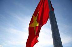 La cérémonie de hisser le drapeau au mont Thoi Loi, le point culminant de l'île de Ly Son
