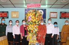 Une délégation du FPV rend visite à des bouddhistes à Can Tho