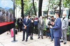Vernissage d'une exposition de photos sur le Vietnam au Mexique