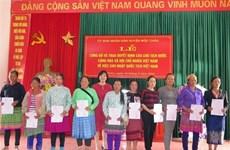 Des ressortissants laotiens de Son La obtiennent la citoyenneté vietnamienne