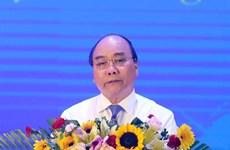 Le PM Nguyen Xuan Phuc rencontre des jeunes volontaires