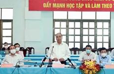Le président Nguyen Xuan Phuc en tournée dans les districts de Cu Chi et Hoc Mon