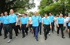 """Des milliers de personnes rejoignent la """"Marche pour ta santé"""" à Hanoi"""