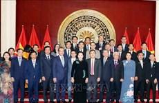 La présidente de l'AN Nguyên Thi Kim Ngân rencontre la communauté vietnamienne en Chine