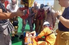 Un membre d'équipage du MSC ESTHI secouru au large du Centre