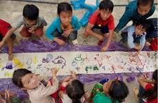 Une exposition présente des œuvres d'art réalisées par des enfants défavorisés