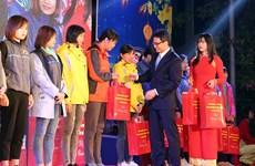 Le vice-Premier ministre Vu Duc Dam assiste au programme ''Têt de retrouvaille'' à Bac Ninh