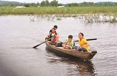 Une classe au milieu d'un lac-réservoir à Dông Nai
