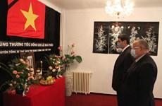 Hommage posthume à l'ancien secrétaire général du Parti Lê Kha Phiêu en Algérie et en Slovaquie