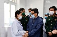 Covid-19 : le vice-PM Vu Duc Dam rend visite aux volontaires aux tests du vaccin Nano Covax