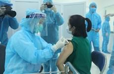 Le Vietnam débute sa première campagne de vaccination anti-Covid-19 le 8 mars