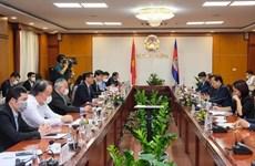 Le Vietnam et le Cambodge promeuvent leurs relations commerciales
