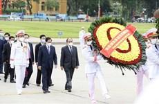 Des dirigeants rendent hommage au Président Hô Chi Minh