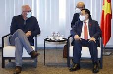 Le président de l'AN Vuong Dinh Huê rencontre le président du Parti du travail de Belgique