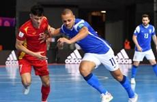 Coupe du monde de Futsal 2021 : l'équipe vietnamienne battu par son adversaire brésilien