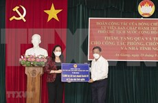 Lutte contre le COVID-19 : La vice-présidente vietnamienne remet des dons à An Giang