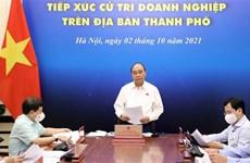 Le président Nguyên Xuân Phuc à l'écoute d'hommes d'affaires de Hô Chi Minh-Ville