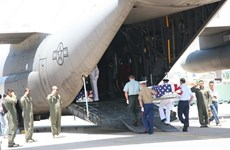 Da Nang : Remise des ossements de soldats américains
