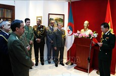 Vietnam-Algérie: renforcement des relations d'amitité entre les deux armées populaires