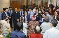 Têt : La vice-présidente Dang Thi Ngoc Thinh offre des cadeaux à des patients démunis