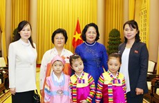 La vice-présidente Dang Thi Ngoc Thinh reçoit une délégation de l'Association d'amitié RPDC-Vietnam
