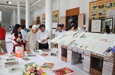 Ninh Binh : Ouverture de la Journée du livre et de l'exposition sur Hoàng Sa et Truong Sa
