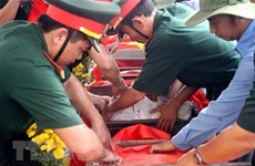 Remise des restes de 98 soldats tombés au champ d'honneur au Laos
