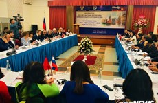 Table ronde sur la coopération en matière d'éducation entre le Vietnam et la Russie à Hanoï