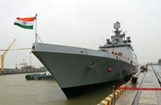 Le navire de guerre indien INS Sahyadri jette l'ancre à Da Nang
