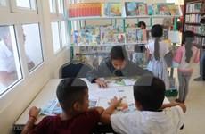 Remise de 500 livres à la bibliothèque de la province de Kampong Speu (Cambodge)