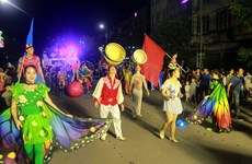 Festival mondial du cirque 2019 : Un défilé d'art circassien de rue attire l'attention du public