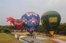 Le festival international de montgolfière de Huê attire l'attention du public