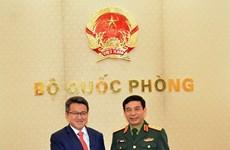 Le vice-ministre de la Défense Phan Van Giang reçoit son homologue malaisien