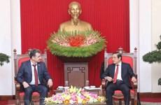 Une délégation du Parti communiste populaire du Kazakhstan en visite au Vietnam