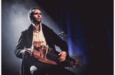 Le solo de vielle à roue millénaire de l'artiste français Guillaume Desq à Hanoi