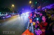 Des habitants de Hanoi souhaitent la bienvenue au président américain Donald Trump