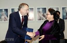 La présidente de l'AN du Vietnam rencontre un haut responsable du Parlement européen