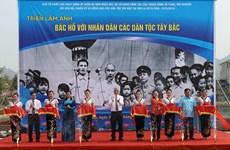 """Exposition photographique """"L'Oncle Hô avec le peuple multiethnique du Tay Bac"""""""