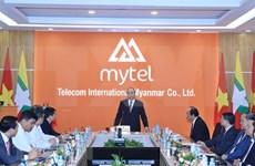 Le PM visite des établissements d'investissement du Vietnam au Myanmar