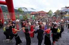 Lai Chau : ouverture du 6e Festival de jeu de lancer de balles d'etoffe Vietnam-Laos-Chine